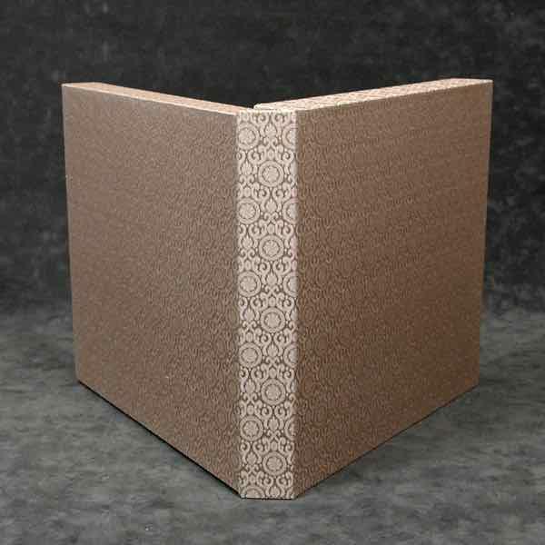 overslagdoos doos in zijde gebonden, zijde overslagdoos, textiele overslagdoos, met bijpassende zijde boekband, textiele boekband  handboekbinderij Seugling Amsterdam